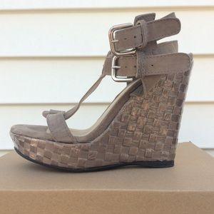 NWOT Stuart Weizman Platform Sandal